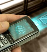 Ein Handy sendet eine E-Mail Nachricht mit schnellem LTE