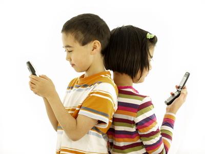 Kinder mit Handys